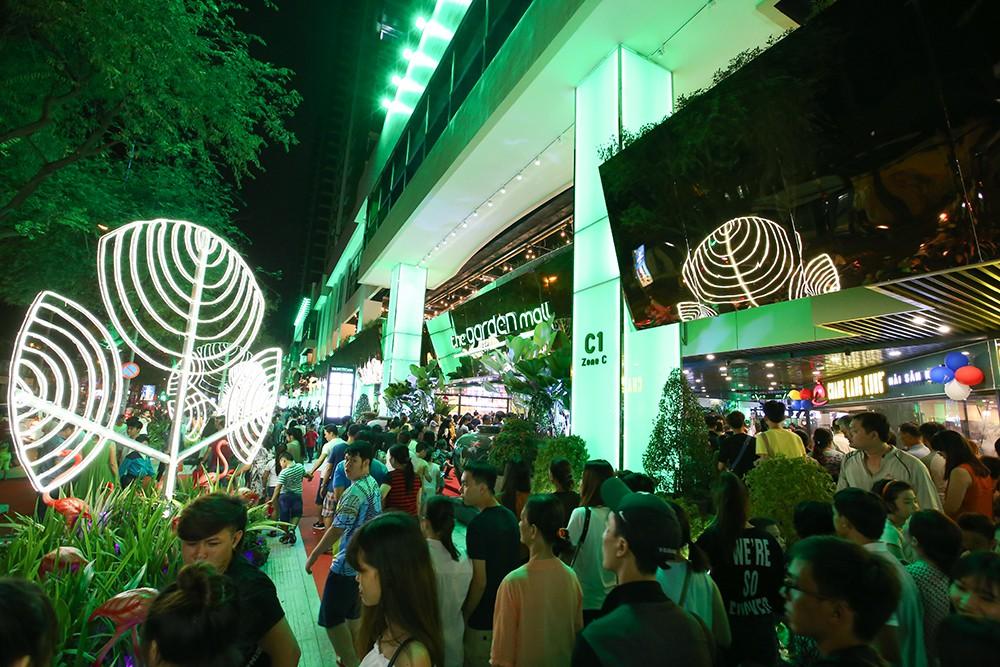 Thuận Kiều Plaza chính thức đổi tên thành The Garden Mall, hàng nghìn người Sài Gòn chen nhau vào khám phá trong ngày khai trương - Ảnh 8.