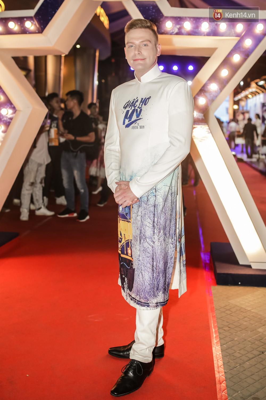 Bình Minh - Mai Thu Huyền diện áo dài trắng in tên phim mình đóng trong buổi ra mắt - Ảnh 7.