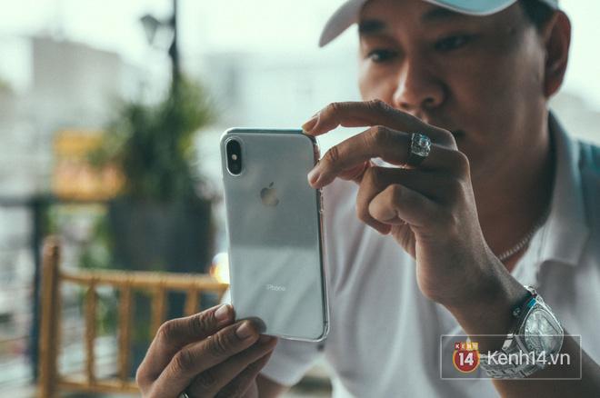 Bỏ 68 triệu mua iPhone X đầu tiên tại Việt Nam, bầu show Nguyễn Huy không dám cầm trên tay khi ra đường - Ảnh 4.
