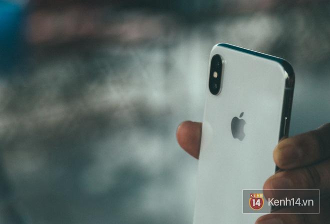 Bỏ 68 triệu mua iPhone X đầu tiên tại Việt Nam, bầu show Nguyễn Huy không dám cầm trên tay khi ra đường - Ảnh 1.