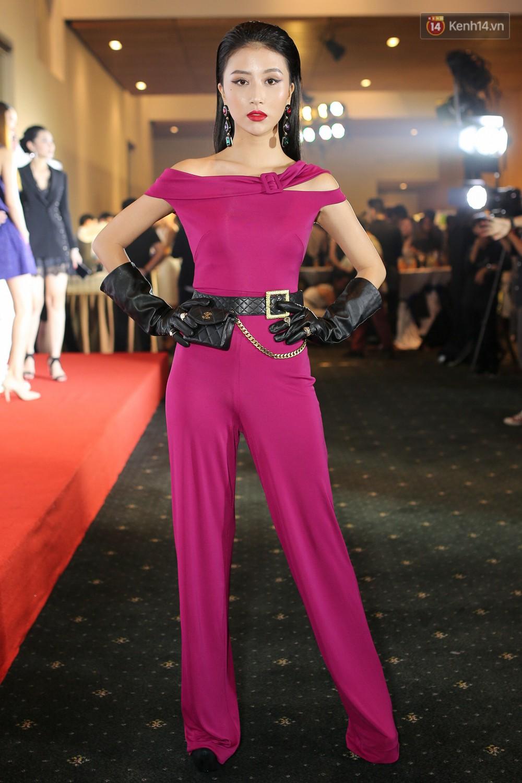 Quỳnh Anh Shyn lên đồ ấn tượng chẳng kém gì Phạm Hương, Minh Hằng trên thảm đỏ Elle Fashion Show - Ảnh 1.