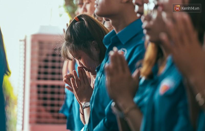 Nghẹn ngào nước mắt trong đại lễ cầu siêu cho các nạn nhân tử vong vì tai nạn giao thông 2017 - Ảnh 13.