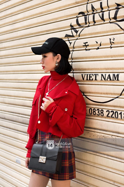 Street style 2 miền: biker jacket, màu đỏ và chân váy mini là 3 thần chú trong từ điển mix đồ của giới trẻ - Ảnh 1.