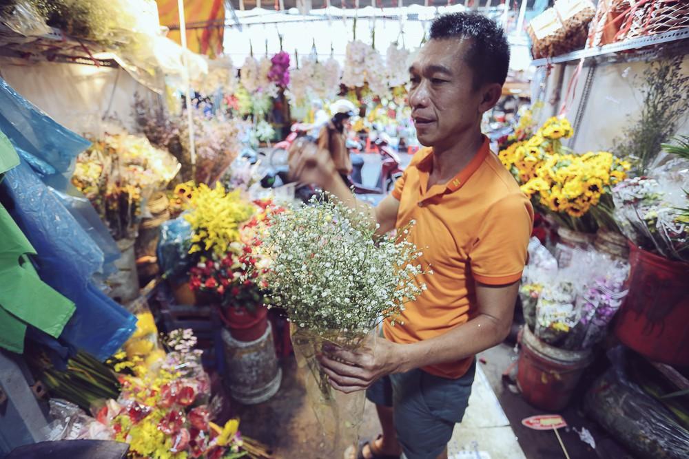 Vụ cô gái quậy tung tiệm hoa vì bị chê Ngực lép mà sao hung dữ: Chủ cửa hàng lên tiếng - Ảnh 5.