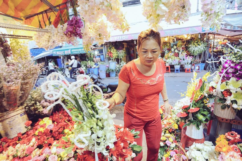 Vụ cô gái quậy tung tiệm hoa vì bị chê Ngực lép mà sao hung dữ: Chủ cửa hàng lên tiếng - Ảnh 6.