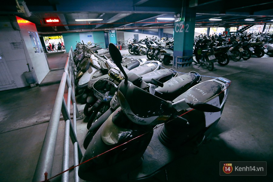Hàng trăm chiếc xe máy quá hạn vì gửi 2 năm không ai nhận, nhà xe sân bay Tân Sơn Nhất thiệt hại nửa tỉ đồng - Ảnh 3.