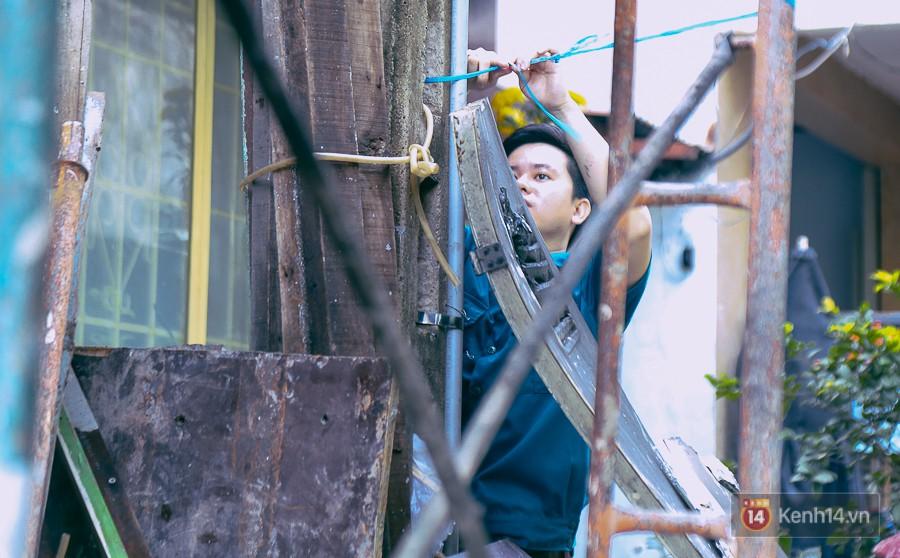 Cận cảnh hiện trường vụ cháy kinh hoàng ở Sài Gòn: Cảnh sát PCCC buồn đau vì không cứu được 3 mẹ con - Ảnh 9.