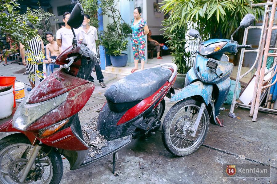 Cận cảnh hiện trường vụ cháy kinh hoàng ở Sài Gòn: Cảnh sát PCCC buồn đau vì không cứu được 3 mẹ con - Ảnh 14.