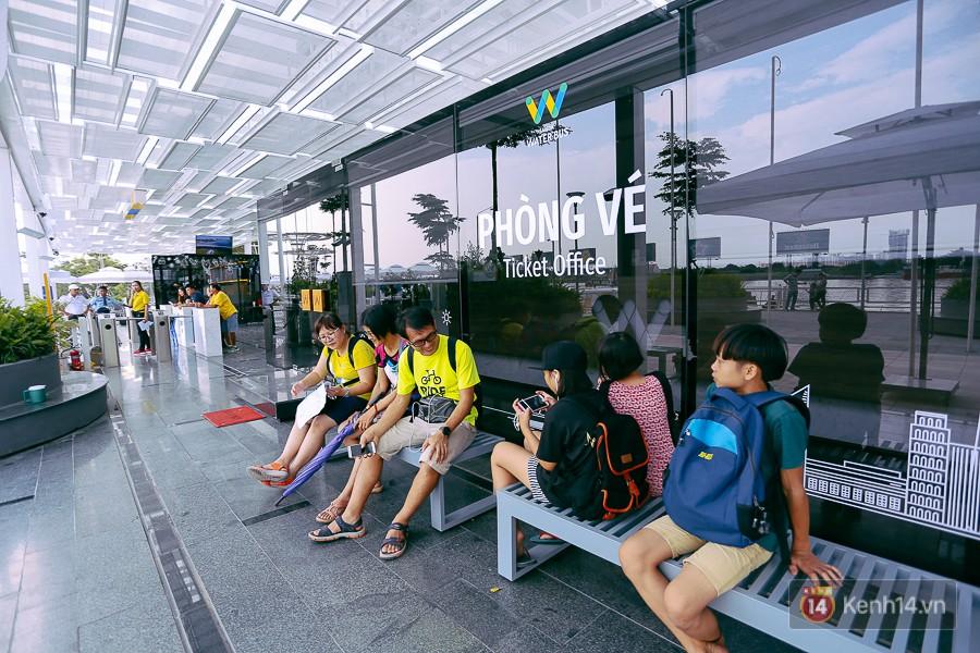 Buýt đường sông ở Sài Gòn cháy vé sau 10 ngày miễn phí, người dân chờ 2 tiếng mới được lên tàu - Ảnh 5.