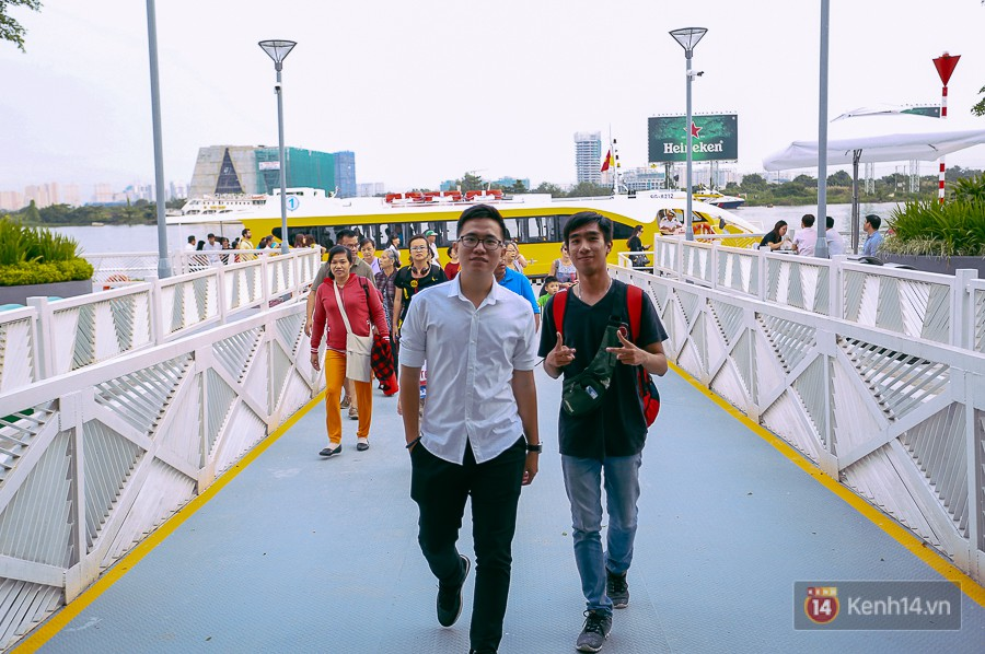 Buýt đường sông ở Sài Gòn cháy vé sau 10 ngày miễn phí, người dân chờ 2 tiếng mới được lên tàu - Ảnh 7.