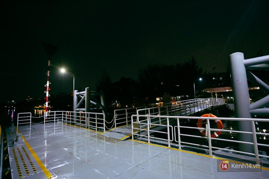 Buýt đường sông ở Sài Gòn cháy vé sau 10 ngày miễn phí, người dân chờ 2 tiếng mới được lên tàu - Ảnh 16.