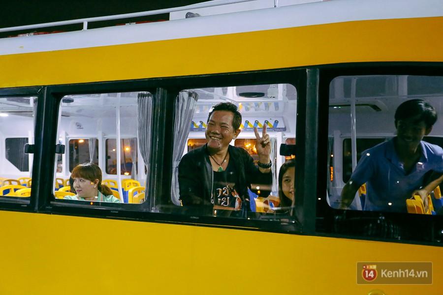 Buýt đường sông ở Sài Gòn cháy vé sau 10 ngày miễn phí, người dân chờ 2 tiếng mới được lên tàu - Ảnh 15.