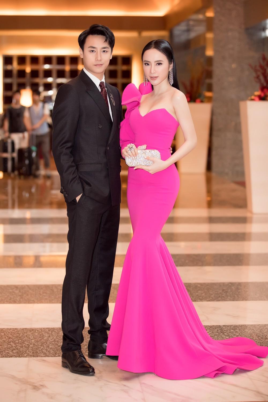 Angela Phương Trinh gợi cảm hội ngộ diễn viên TVB đình đám Âu Dương Chấn Hoa trên thảm đỏ tại Singapore - Ảnh 3.