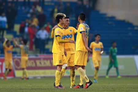 Tuyển thủ Việt Nam đánh đầu phản lưới nhà khiến Thanh Hóa bại trận - Ảnh 2.