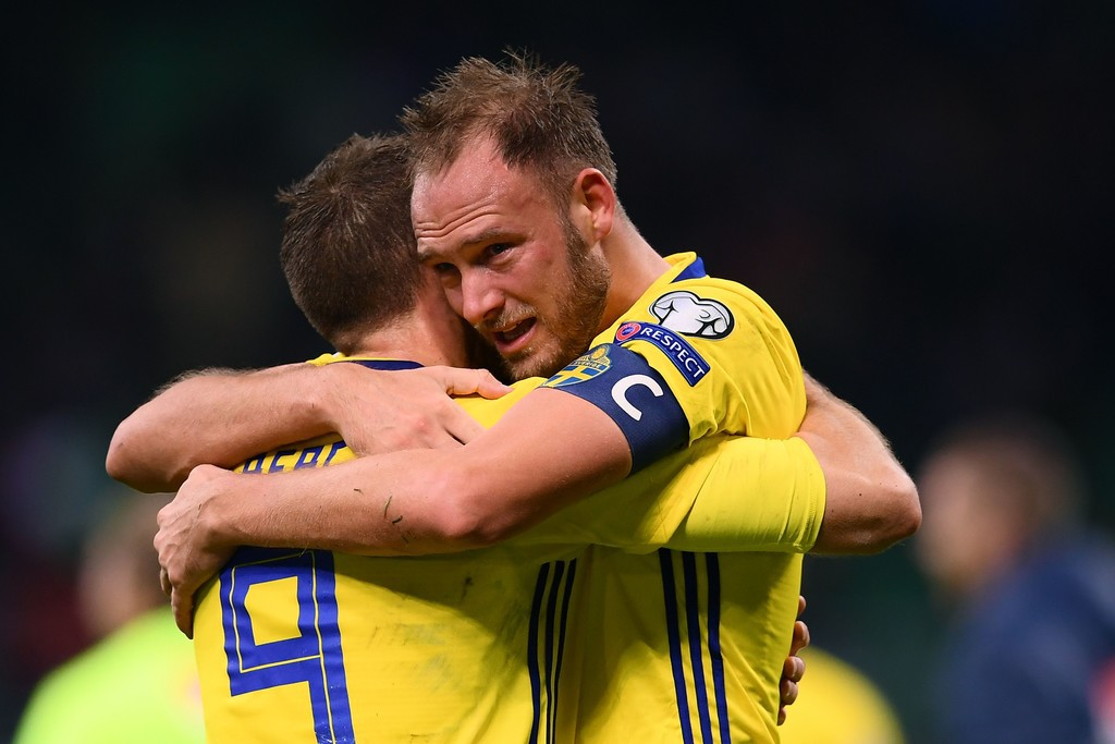 Buffon và đồng đội đổ gục, bật khóc tức tưởi sau thất bại của Italia - Ảnh 2.