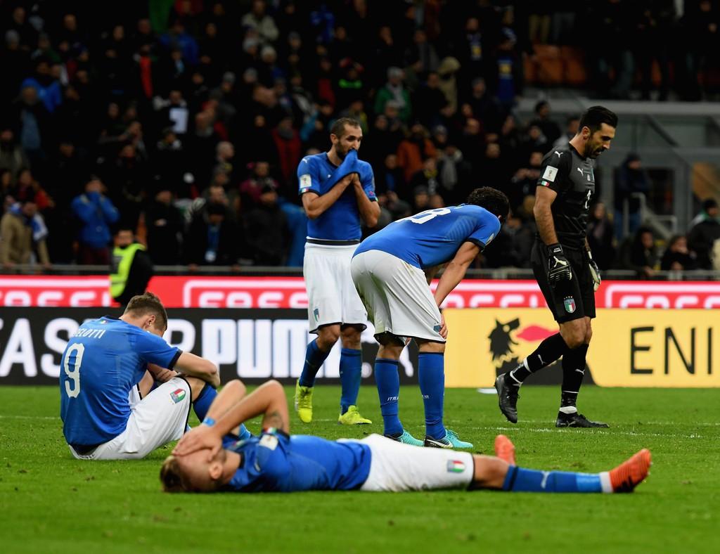 Buffon và đồng đội đổ gục, bật khóc tức tưởi sau thất bại của Italia - Ảnh 11.