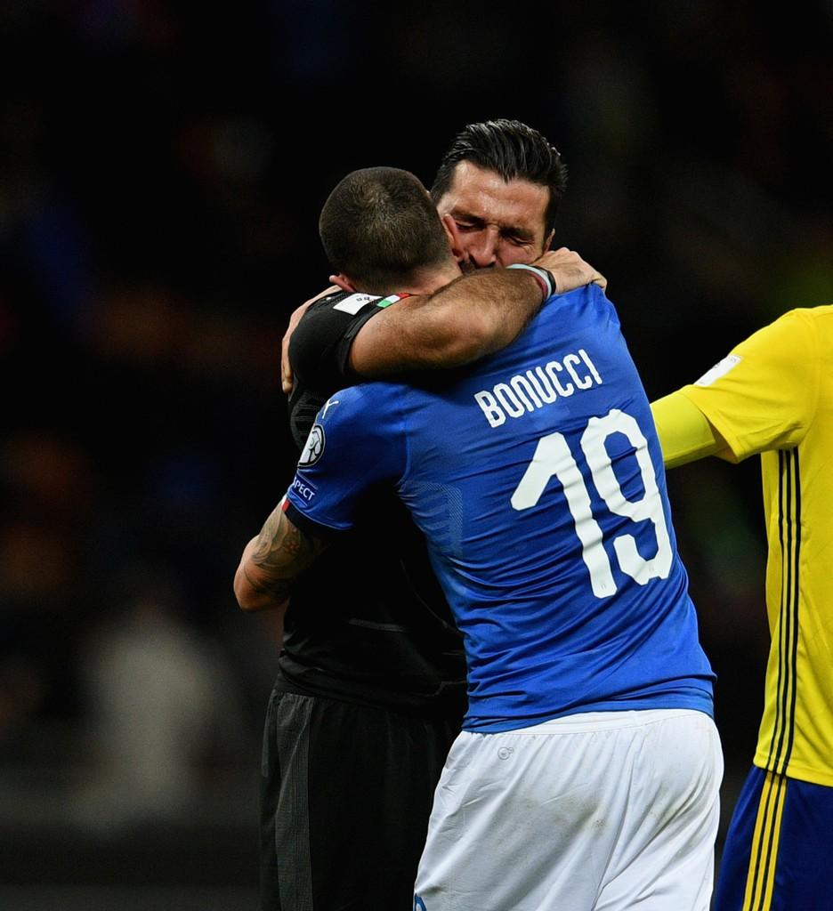 Buffon và đồng đội đổ gục, bật khóc tức tưởi sau thất bại của Italia - Ảnh 7.