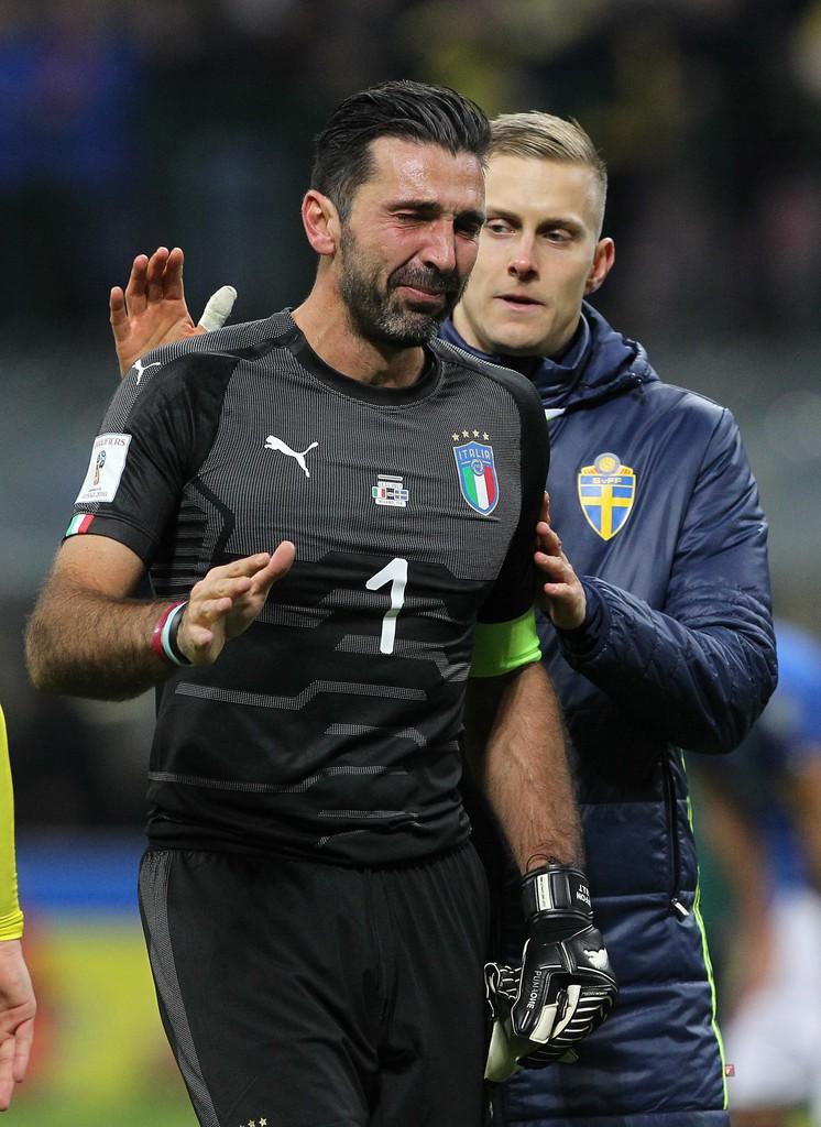 Buffon và đồng đội đổ gục, bật khóc tức tưởi sau thất bại của Italia - Ảnh 9.