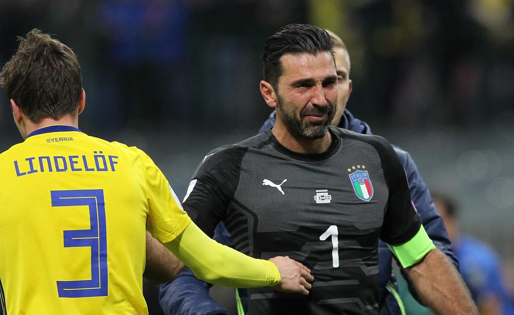 Buffon và đồng đội đổ gục, bật khóc tức tưởi sau thất bại của Italia - Ảnh 10.