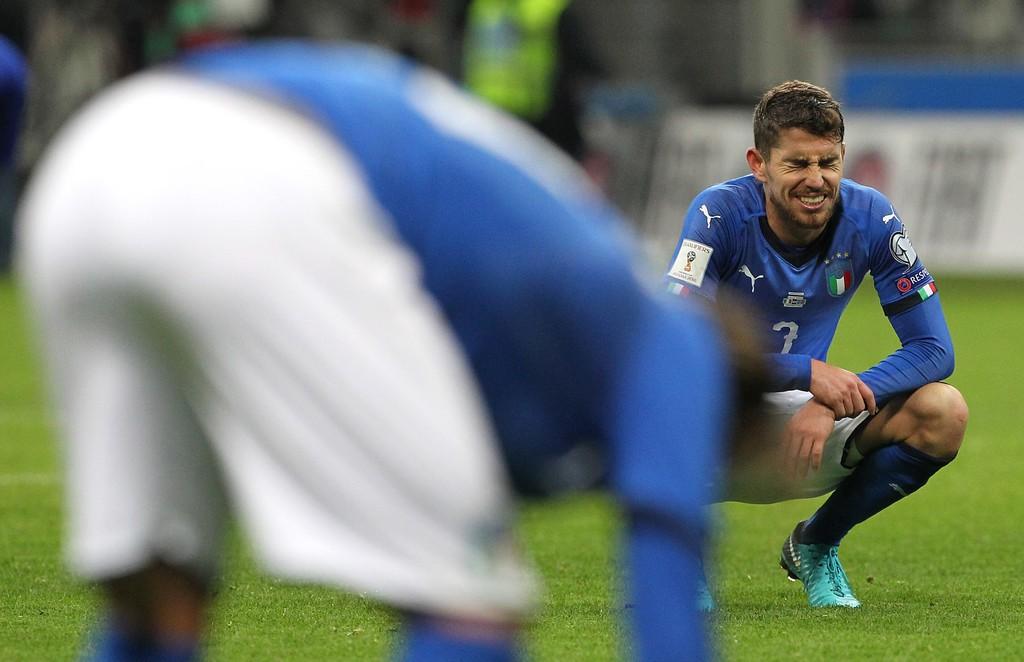 Buffon và đồng đội đổ gục, bật khóc tức tưởi sau thất bại của Italia - Ảnh 6.