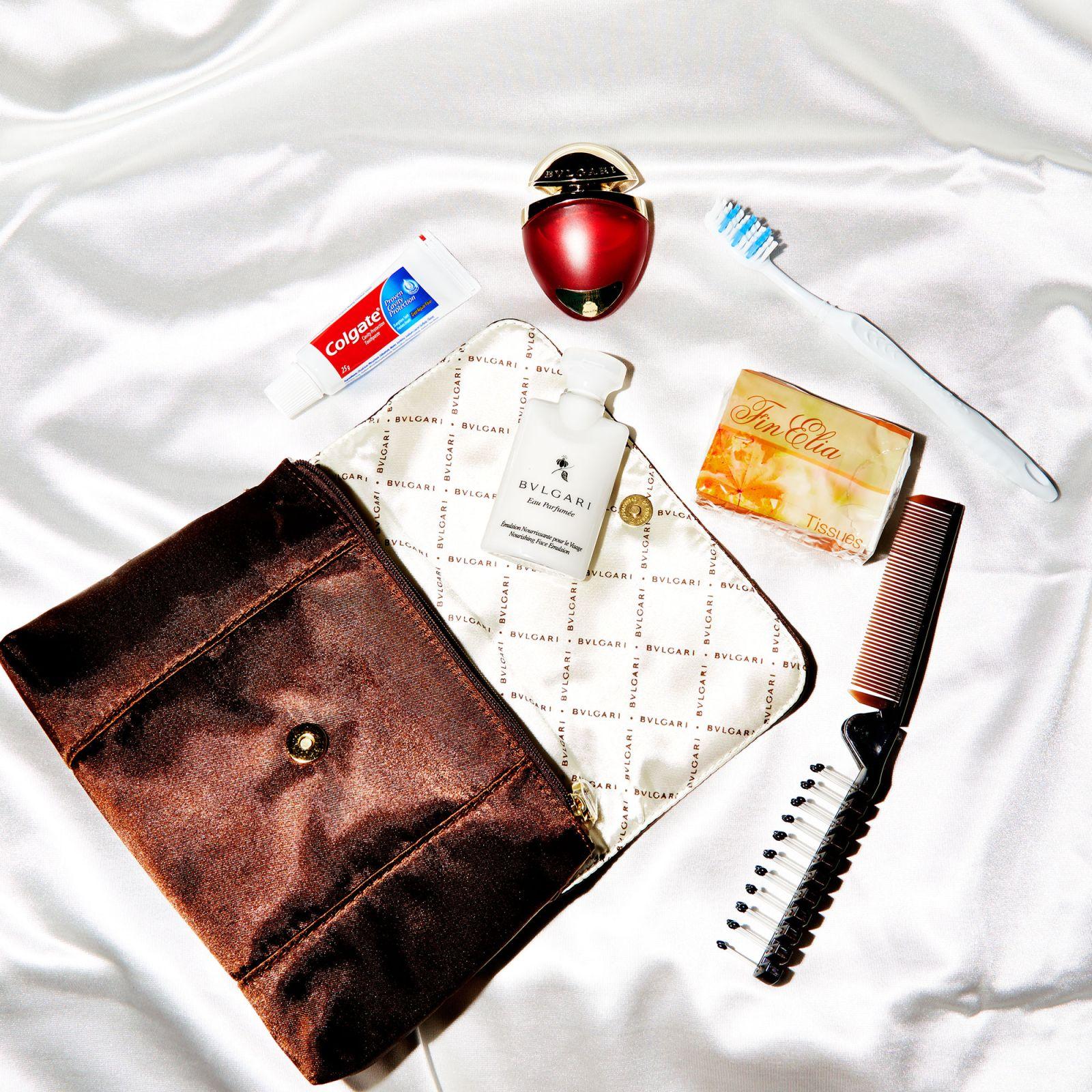 Có gì bên trong túi quà tặng từ khoang máy bay hạng nhất vòng quanh thế giới? - Ảnh 1.