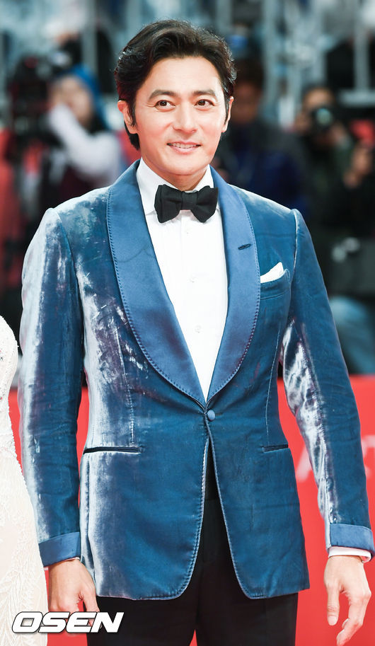 Thảm đỏ hot nhất hôm nay: Yoona khoe lưng trần bên tài tử Jang Dong Gun, sao Vì sao đưa anh tới lộ hàng - Ảnh 7.
