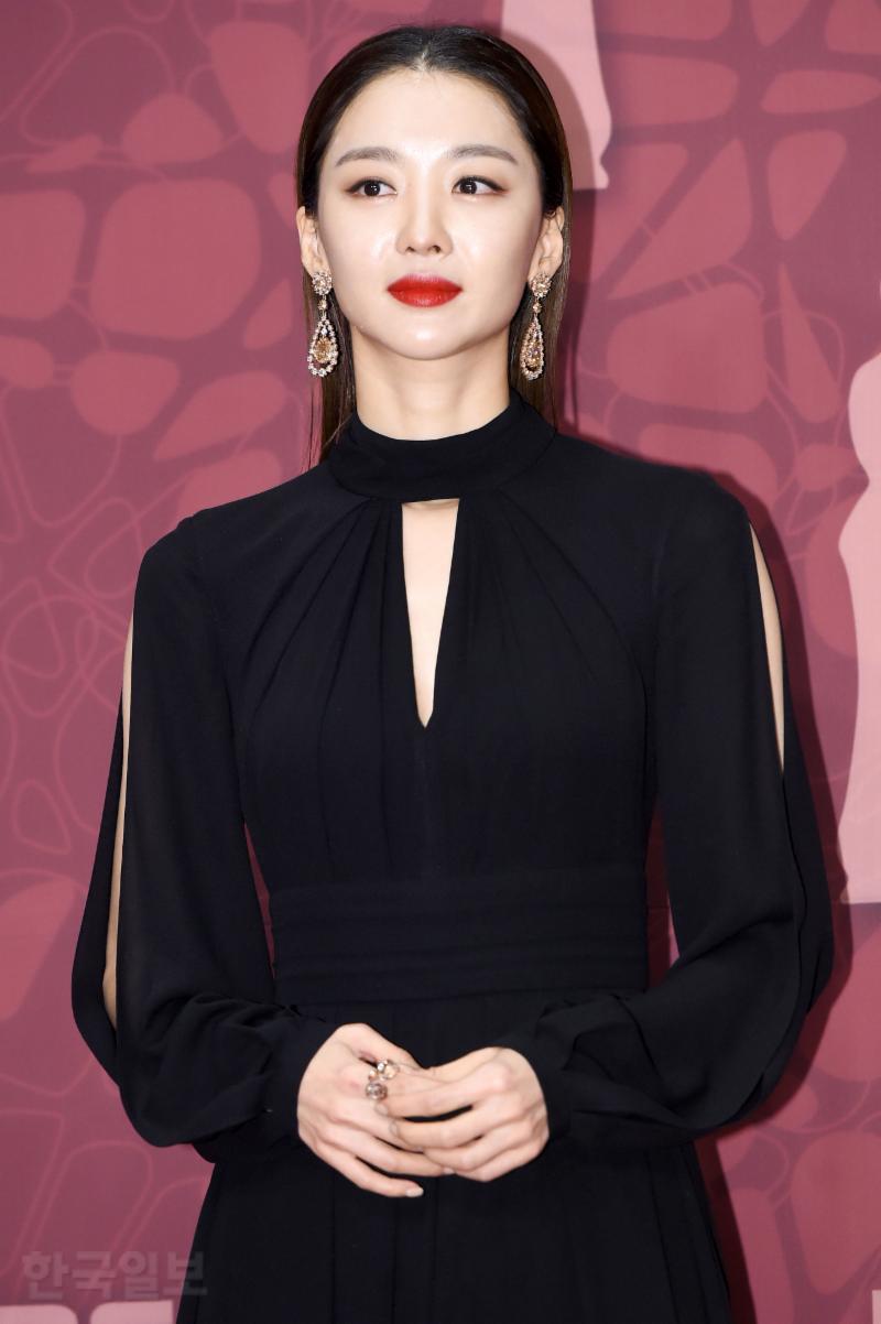 Thảm đỏ MBC Drama Awards hội tụ 30 sao khủng: Rắn độc Hyoyoung cúi người khoe ngực đồ sộ, chấp hết dàn mỹ nhân hạng A - Ảnh 39.
