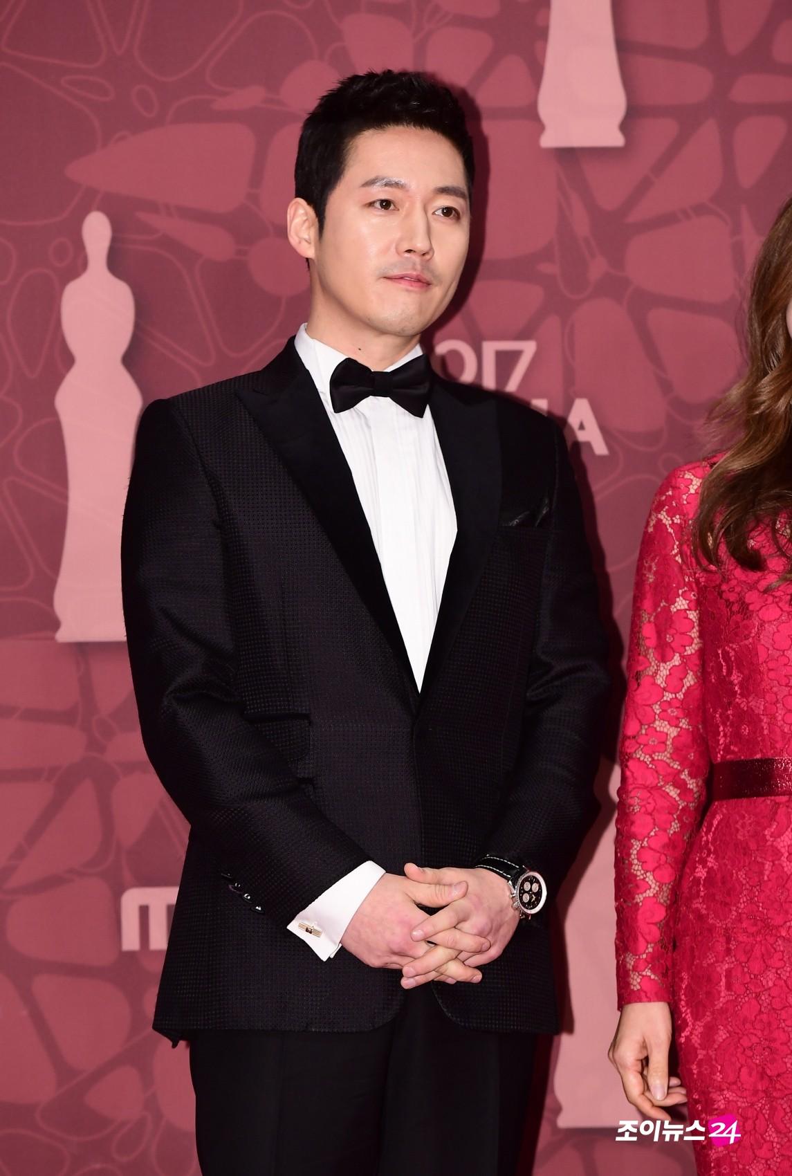 Thảm đỏ MBC Drama Awards hội tụ 30 sao khủng: Rắn độc Hyoyoung cúi người khoe ngực đồ sộ, chấp hết dàn mỹ nhân hạng A - Ảnh 40.