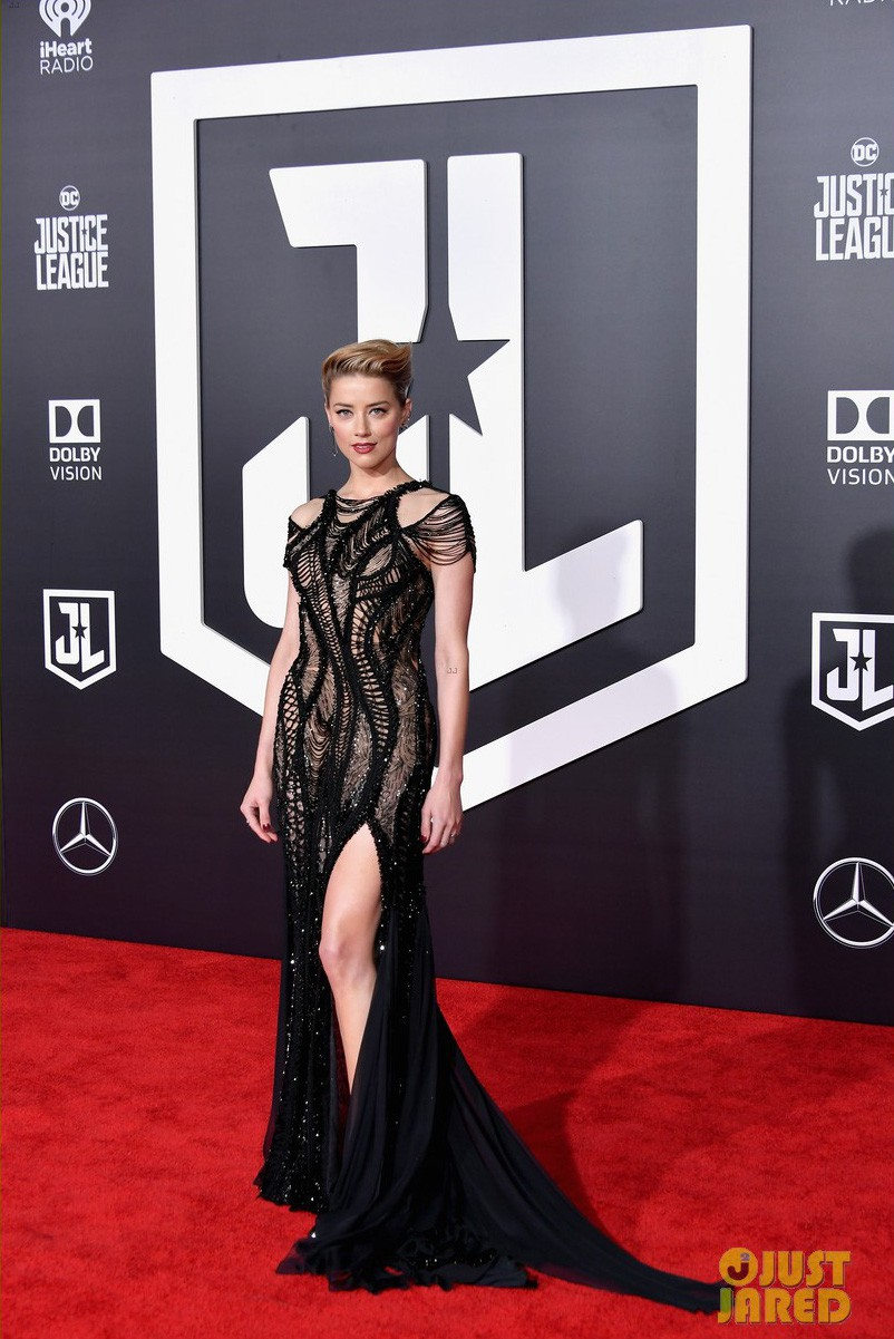 Dù lắm thị phi nhưng Amber Heard quả thật quá xinh đẹp, cân luôn cả Wonder Woman trên thảm đỏ - Ảnh 1.
