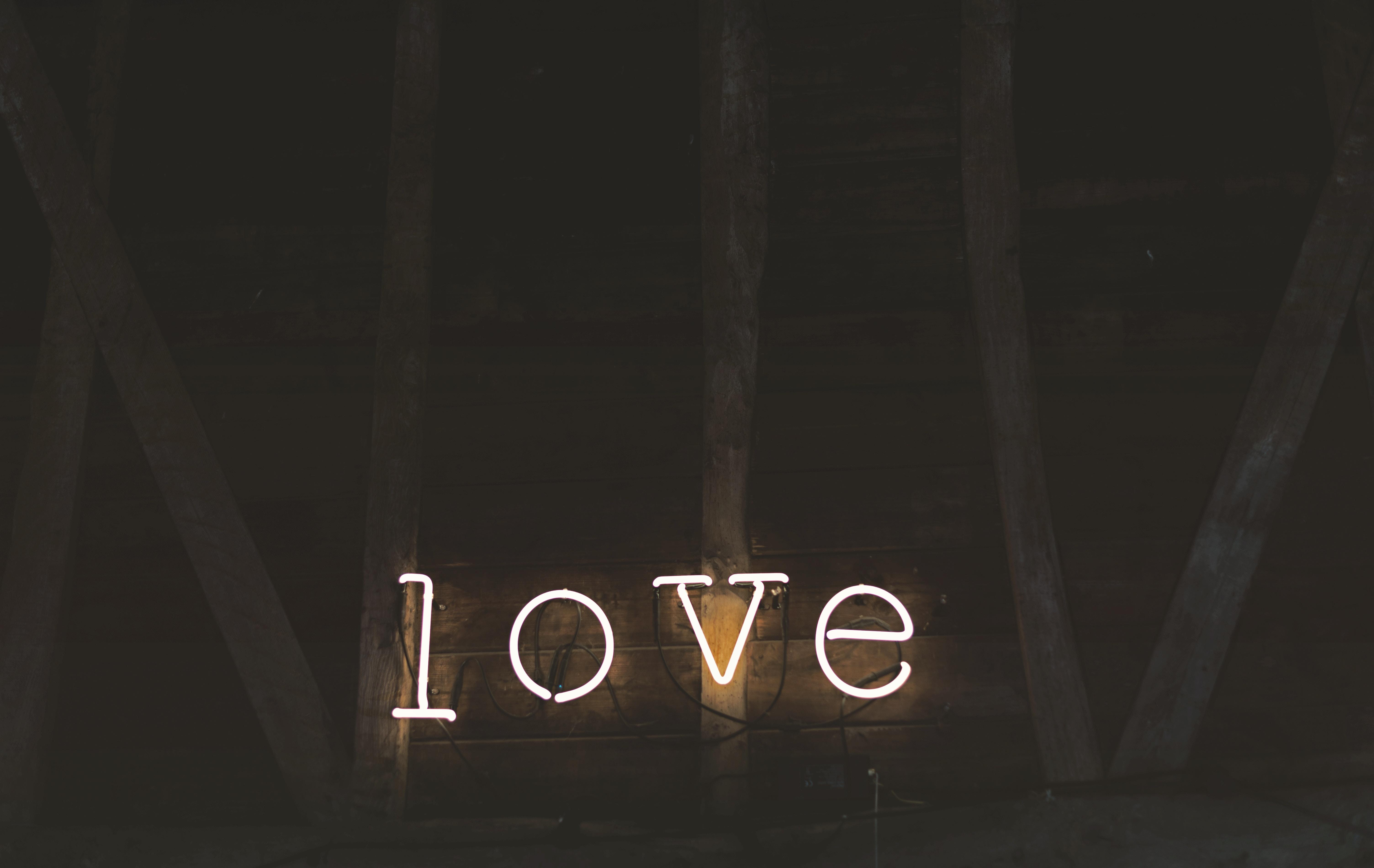 Ta yêu nhau bình yên hôm nay thôi, chuyện ngày mai để mai tính - Ảnh 2.