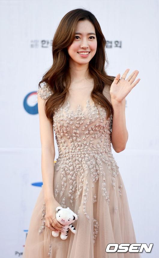 Thảm đỏ Dream Concert: Nữ diễn viên vô danh vượt mặt loạt nữ thần vì quá đẹp, dàn trai xinh gái đẹp Kpop đổ bộ - Ảnh 3.
