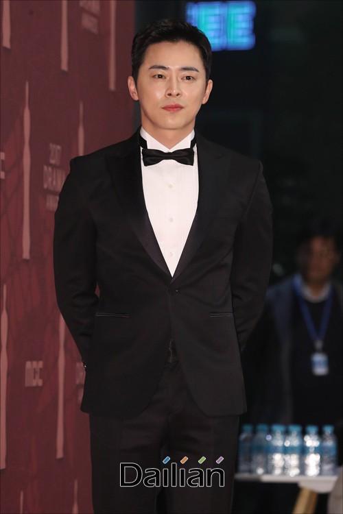 Thảm đỏ MBC Drama Awards hội tụ 30 sao khủng: Rắn độc Hyoyoung cúi người khoe ngực đồ sộ, chấp hết dàn mỹ nhân hạng A - Ảnh 41.