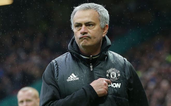 Hành động kiêu hãnh của Mourinho đã chiếm trọn trái tim fan Quỷ đỏ - Ảnh 2.
