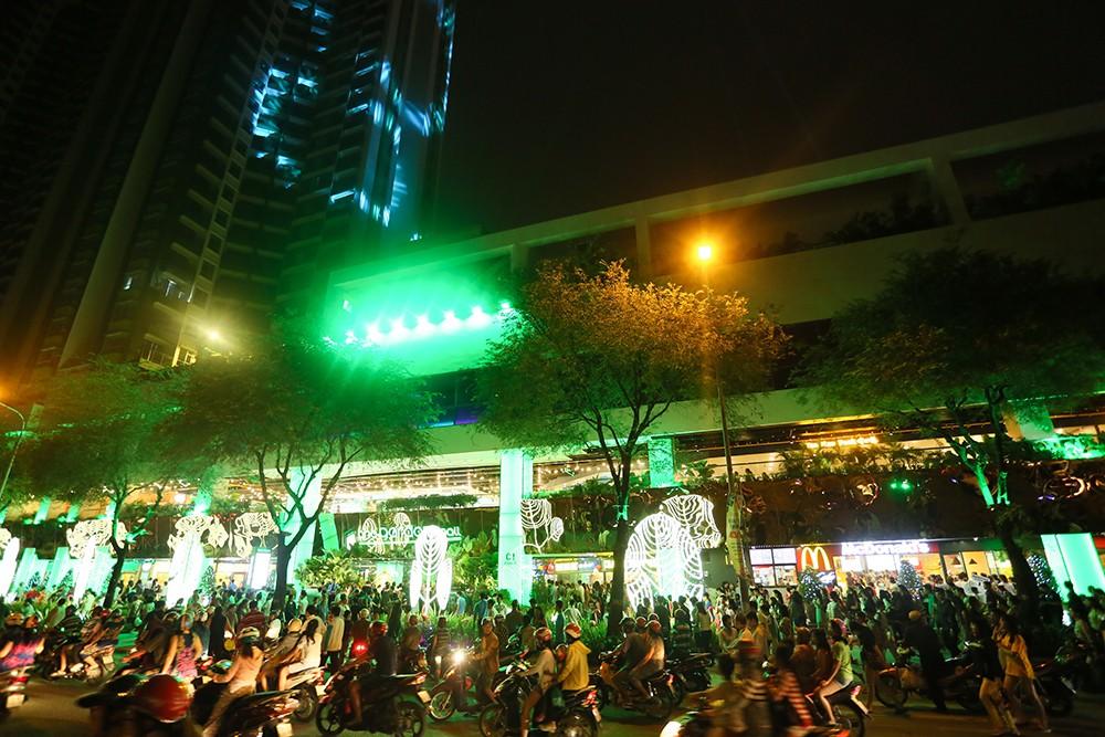 Thuận Kiều Plaza chính thức đổi tên thành The Garden Mall, hàng nghìn người Sài Gòn chen nhau vào khám phá trong ngày khai trương - Ảnh 3.