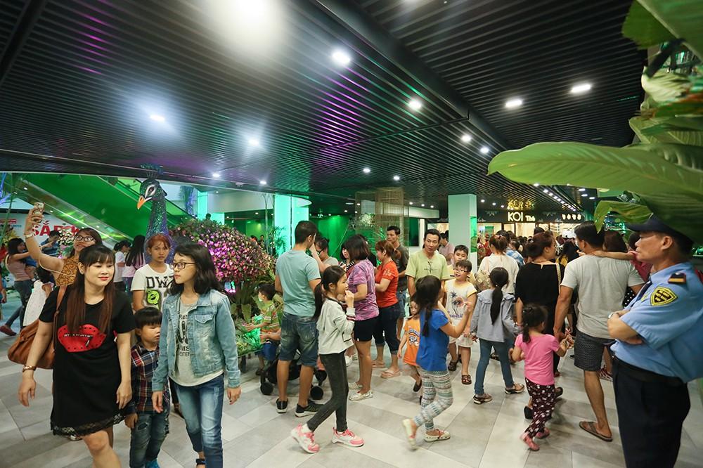 Thuận Kiều Plaza chính thức đổi tên thành The Garden Mall, hàng nghìn người Sài Gòn chen nhau vào khám phá trong ngày khai trương - Ảnh 12.