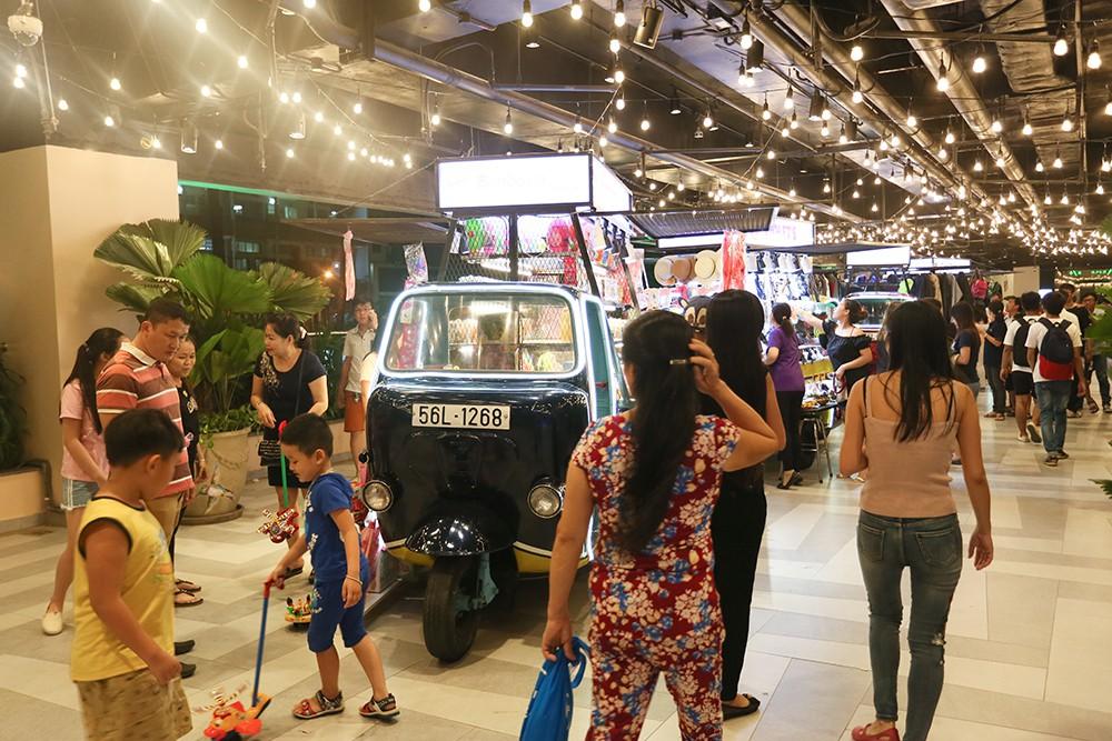 Thuận Kiều Plaza chính thức đổi tên thành The Garden Mall, hàng nghìn người Sài Gòn chen nhau vào khám phá trong ngày khai trương - Ảnh 11.