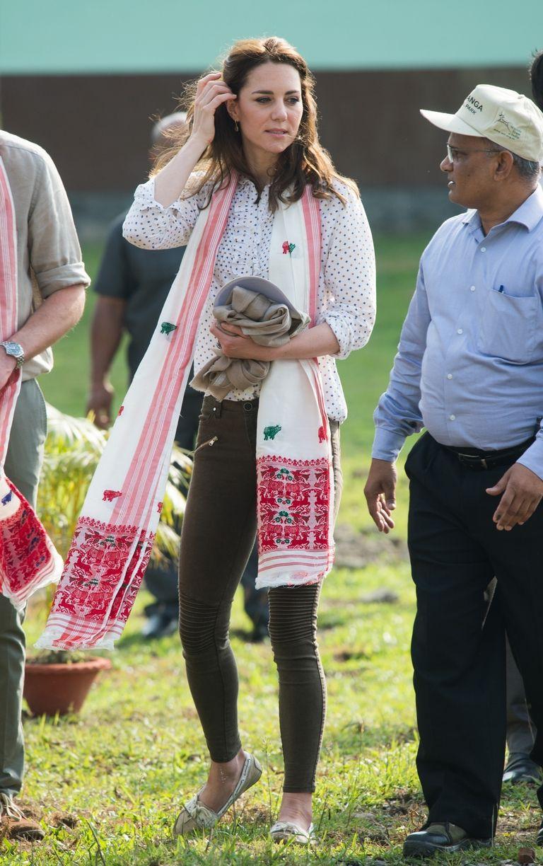Bước 1 để mặc giống Công nương Kate Middleton: Đến ngay cửa hàng Zara - Ảnh 3.