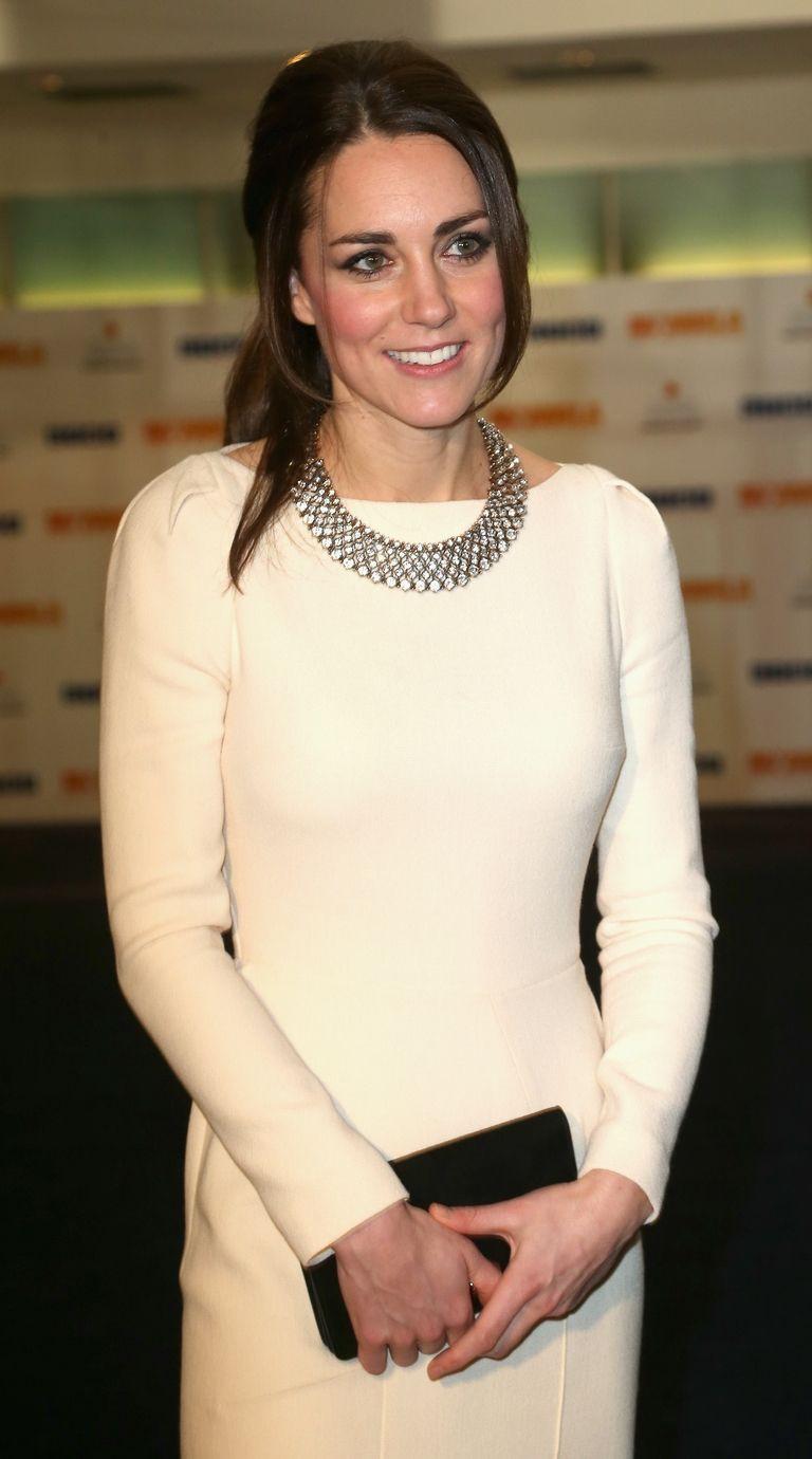 Bước 1 để mặc giống Công nương Kate Middleton: Đến ngay cửa hàng Zara - Ảnh 4.