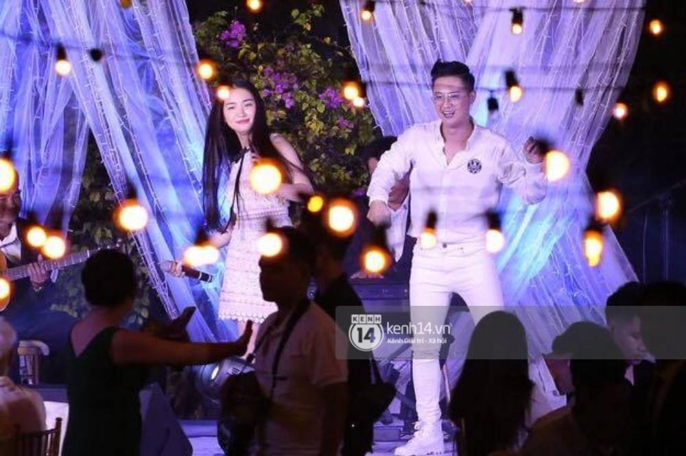 Cập nhật: Vợ chồng Kelvin Khánh - Khởi My diện trang phục giản dị, quậy tưng bừng trong tiệc cưới - Ảnh 26.