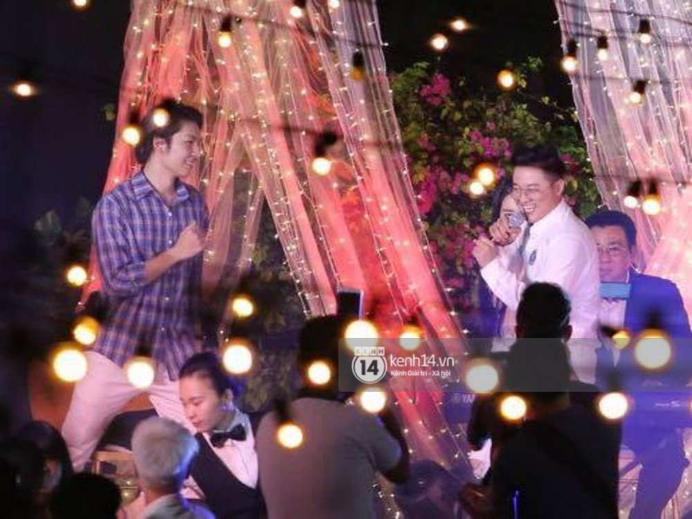Vợ chồng Khởi My - Kelvin Khánh hát 60 năm cuộc đời, nhắng nhít tung hoa trong tiệc cưới - Ảnh 22.