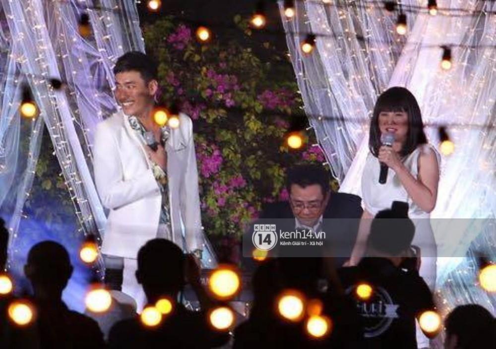 Vợ chồng Khởi My - Kelvin Khánh hát 60 năm cuộc đời, nhắng nhít tung hoa trong tiệc cưới - Ảnh 29.