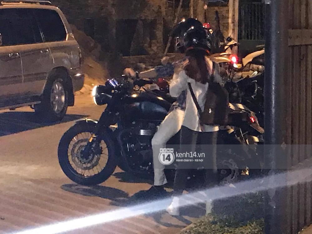 Clip: Kết thúc đám cưới, vợ chồng Khởi My - Kelvin Khánh cưỡi mô tô về nhà, ôm lấy nhau không rời - Ảnh 4.