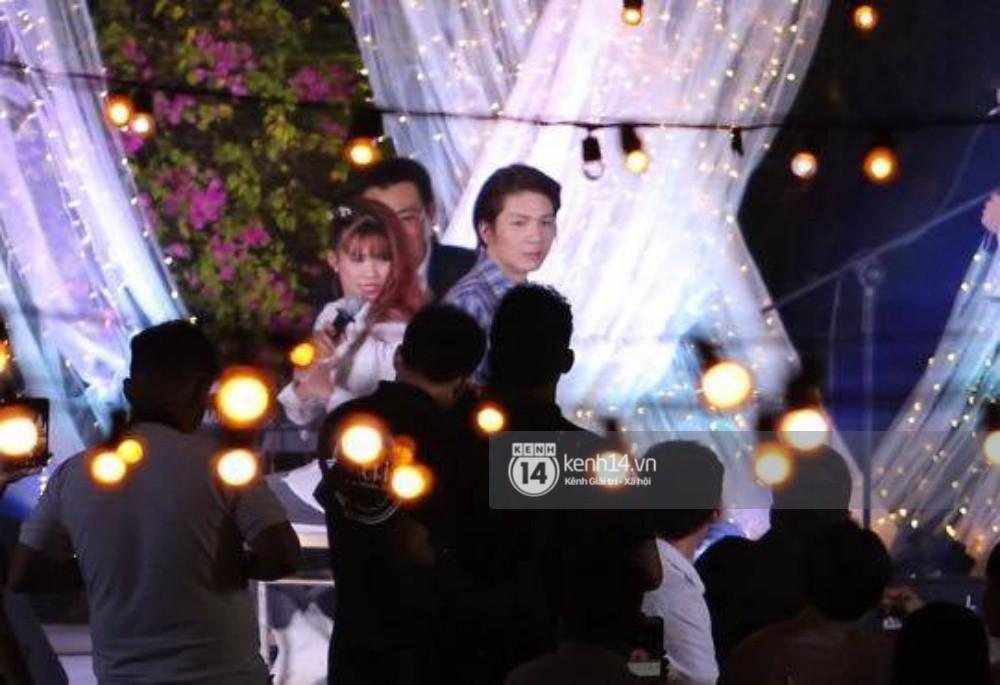 Vợ chồng Khởi My - Kelvin Khánh hát 60 năm cuộc đời, nhắng nhít tung hoa trong tiệc cưới - Ảnh 23.