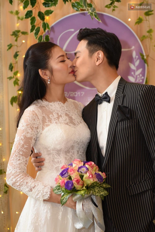 Chúng Huyền Thanh - Jay Quân hôn nhau ngọt ngào trong lễ cưới, chính thức trở thành vợ chồng! - Ảnh 2.