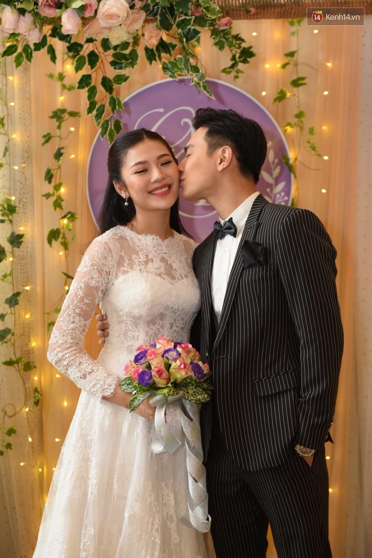 Chúng Huyền Thanh - Jay Quân hôn nhau ngọt ngào trong lễ cưới, chính thức trở thành vợ chồng! - Ảnh 3.