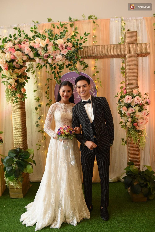 Chúng Huyền Thanh - Jay Quân hôn nhau ngọt ngào trong lễ cưới, chính thức trở thành vợ chồng! - Ảnh 1.
