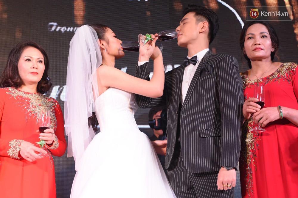 Chúng Huyền Thanh - Jay Quân hôn nhau ngọt ngào trong lễ cưới, chính thức trở thành vợ chồng! - Ảnh 14.