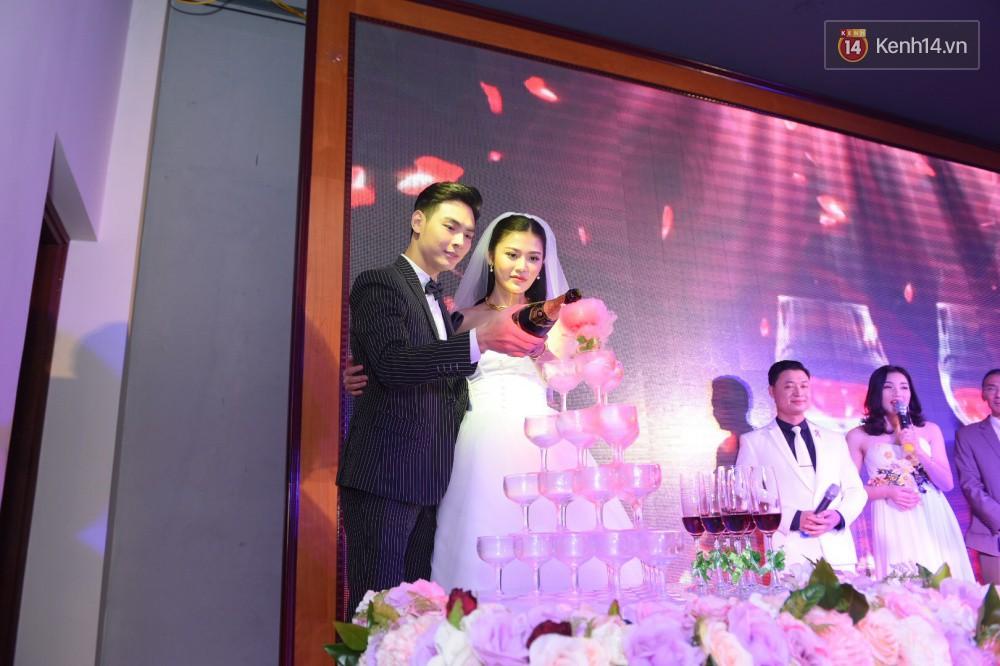 Chúng Huyền Thanh - Jay Quân hôn nhau ngọt ngào trong lễ cưới, chính thức trở thành vợ chồng! - Ảnh 12.