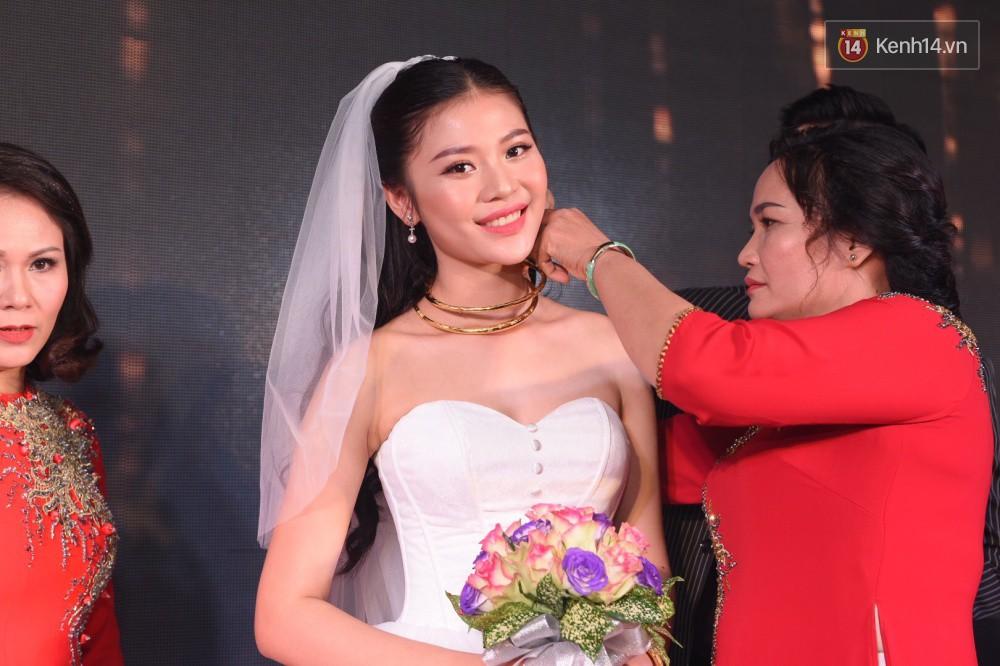 Chúng Huyền Thanh - Jay Quân hôn nhau ngọt ngào trong lễ cưới, chính thức trở thành vợ chồng! - Ảnh 13.