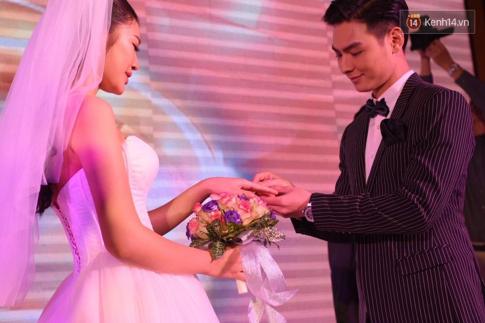 Chúng Huyền Thanh - Jay Quân hôn nhau ngọt ngào trong lễ cưới, chính thức trở thành vợ chồng! - Ảnh 11.